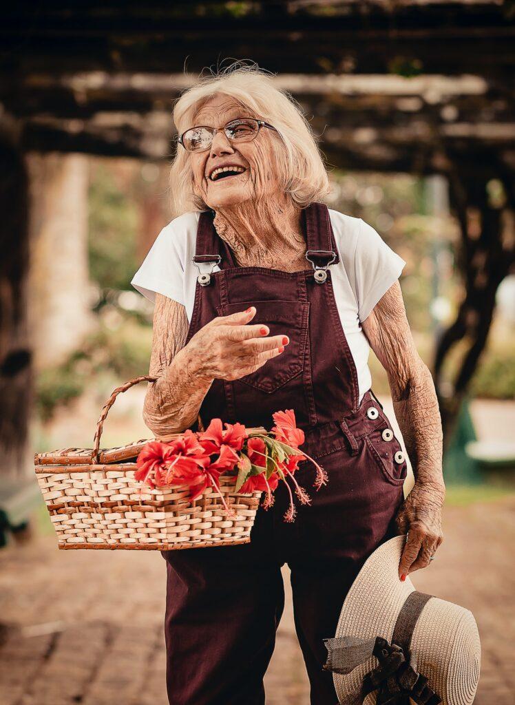 Signora con cesto di fiori. Gentle Care e Validation.
